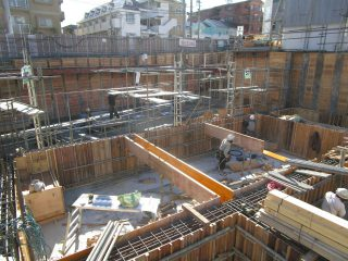 (仮称)TT-FLAT新築工事 B棟基礎型枠工事中+A棟捨てコンクリート打設完了