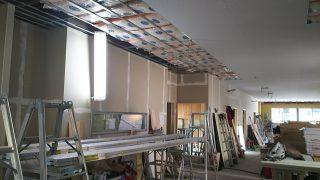 桜新町の保育園 天井板貼り付け