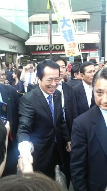 菅首相と握手
