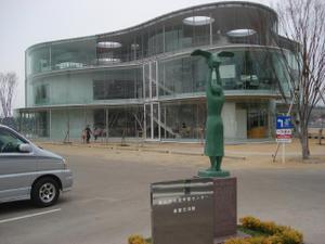 妹島和世氏設計の豊田市生涯学習センター逢妻交流館にいってきました。
