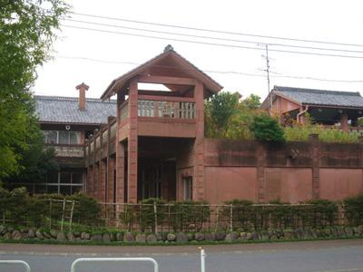 像設計集団が設計した笠原小学校と進修館を見に行ってきました。