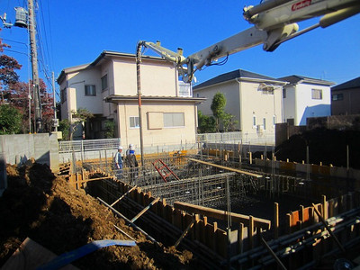 ハナミズキ通りの家 基礎耐圧盤コンクリート打設からピット内配管工事まで