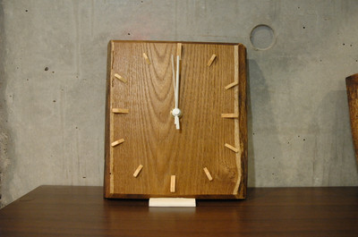 Art cafe Lindenにて天然木で作られた掛け時計の委託販売を開始します