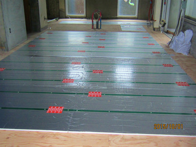 I 邸リノベーション工事 フローリング張り完了、天井下地工事開始