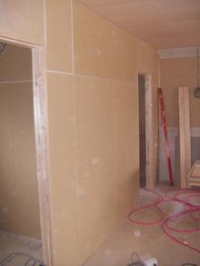 柳澤税理士事務所改修計画現場リポート 壁下地がほぼ完了。
