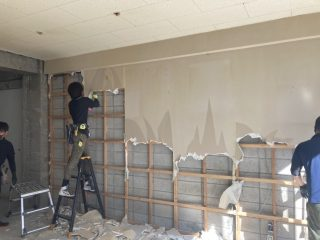 大宮区役所前歯科改修工事 界壁コンクリートブロック解体